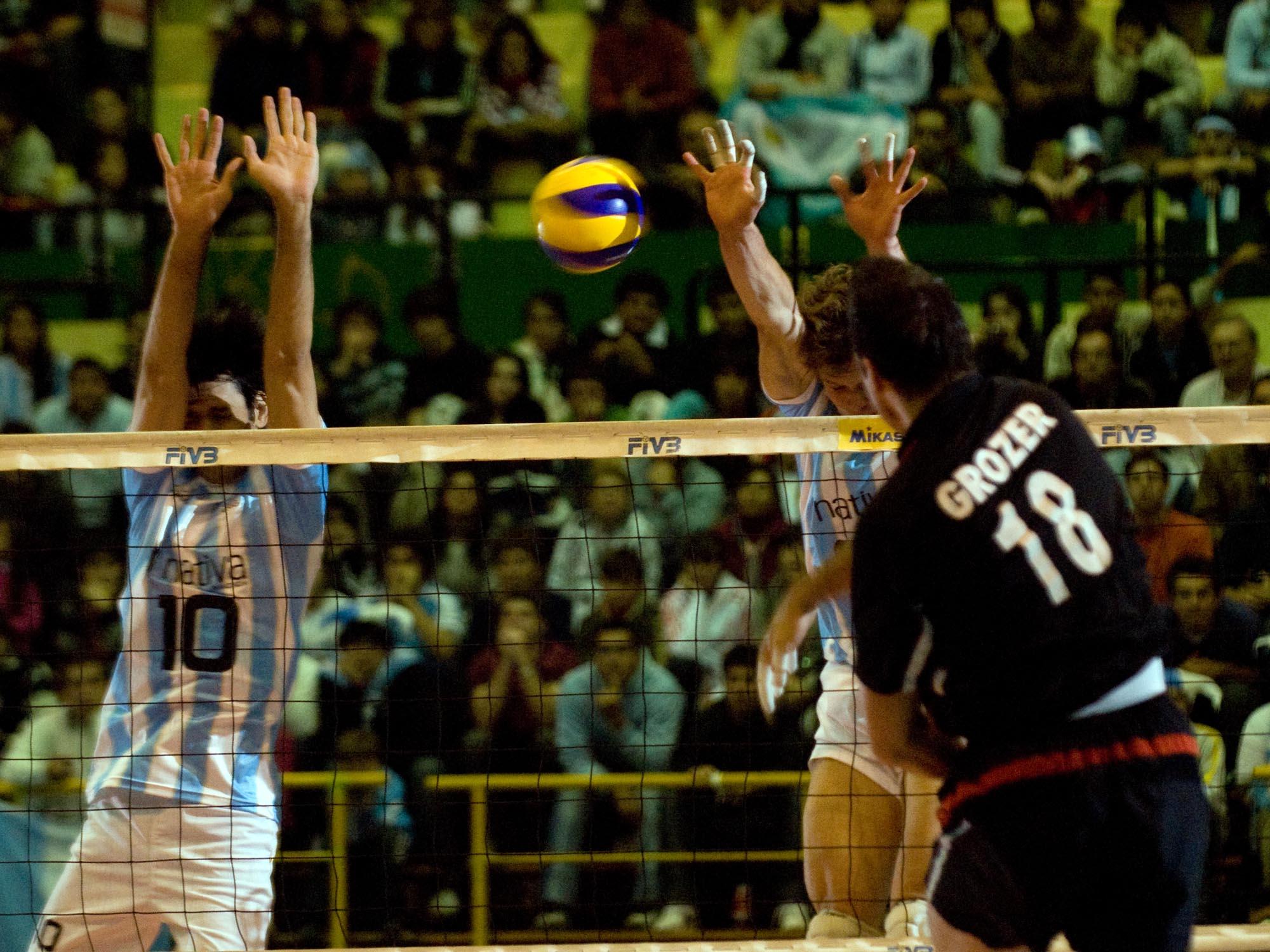 Grozer perfora el bloqueo argentino